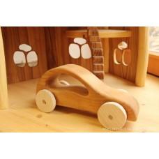 Dřevěné autíčko osobní aerodynamického tvaru